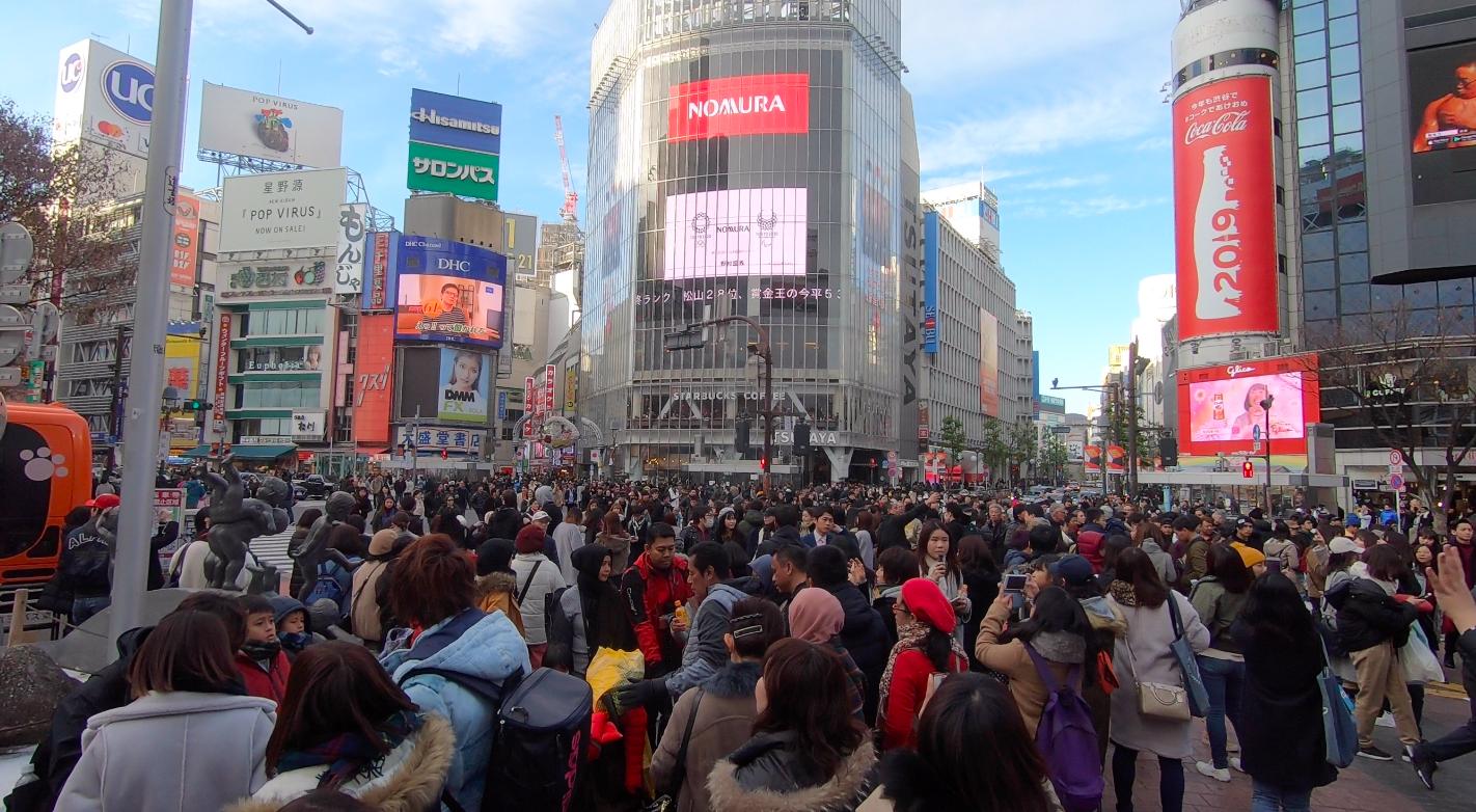 Lots of people in Shibuya Crossing